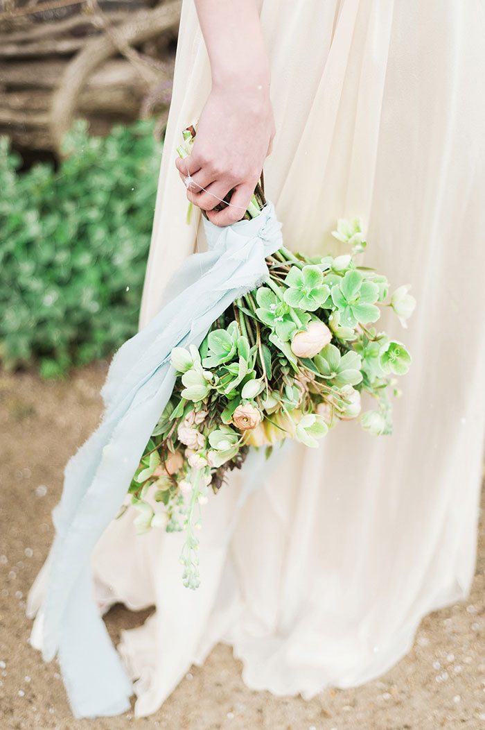flourish-fragile-elegant-organic-romatic-dusty-blue-european-wedding-inspiration-shoot11